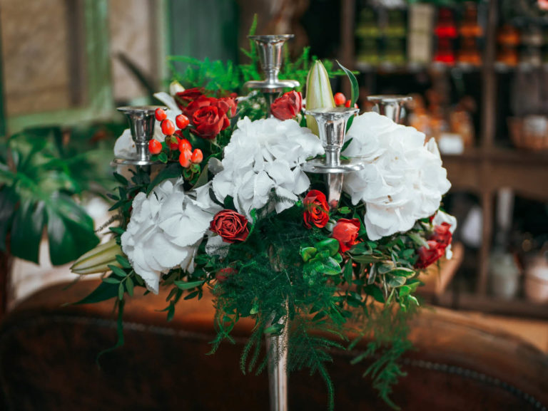 Mariage-rouge-blanc-chandelier-2